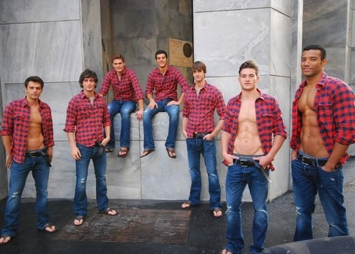 Abercrombie fitch milan store models