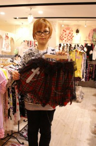 Cross skirt 3,045yen