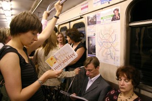 Women read Haruki Murakami novels on the Moscow subway. There, it's trendy to remove the book jacket purposely to show that you're reading Murakami's work.(Cool cool Japan Blog)