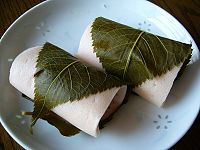 200px-A_rice_cake_filled_with_sweet_bean_paste_and_wrapped_in_a_pickled_cherry_leaf,katori-city,japan