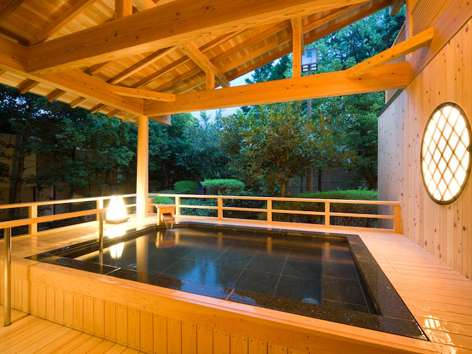 Open-air bath in the Hotel Sen-no-mori.