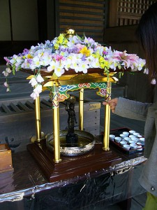 450px-A_birthday_of_Buddha,hanamatsuri,kanpukuji-temple,katori-city,japan