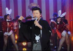 Keisuke Kuwata, a top popular singer,who had taken a long break due to suffering  from esophangus cancer,suddenly made a dramatic com-back on this Kouhaku occasion,which made people surprised and excited.