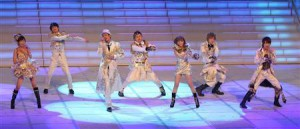 """AAA"", a popular young mixed idol group performed at the Kouhaku for the first time."