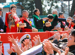 Jyuri Ueno and others throwing beans