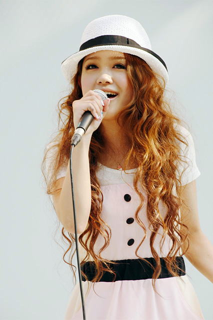 Singer Kana Nishino Achieves 25 Million Downloads Since
