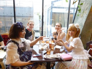 Tea party with tourists from abroad