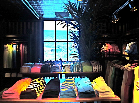 Hollister clothing stores